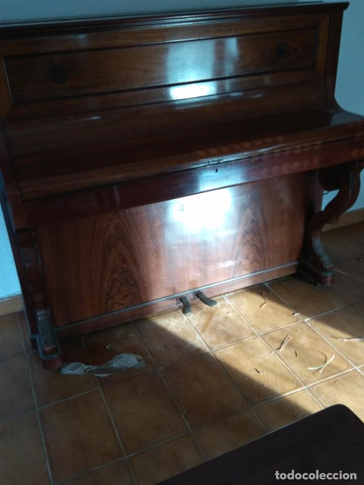 Instrumentos musicales: PIANO ANTIGUO DE ESTUDIO VERTICAL, COLOR NOGAL, MARCA ERARD. - Foto 26 - 194220297