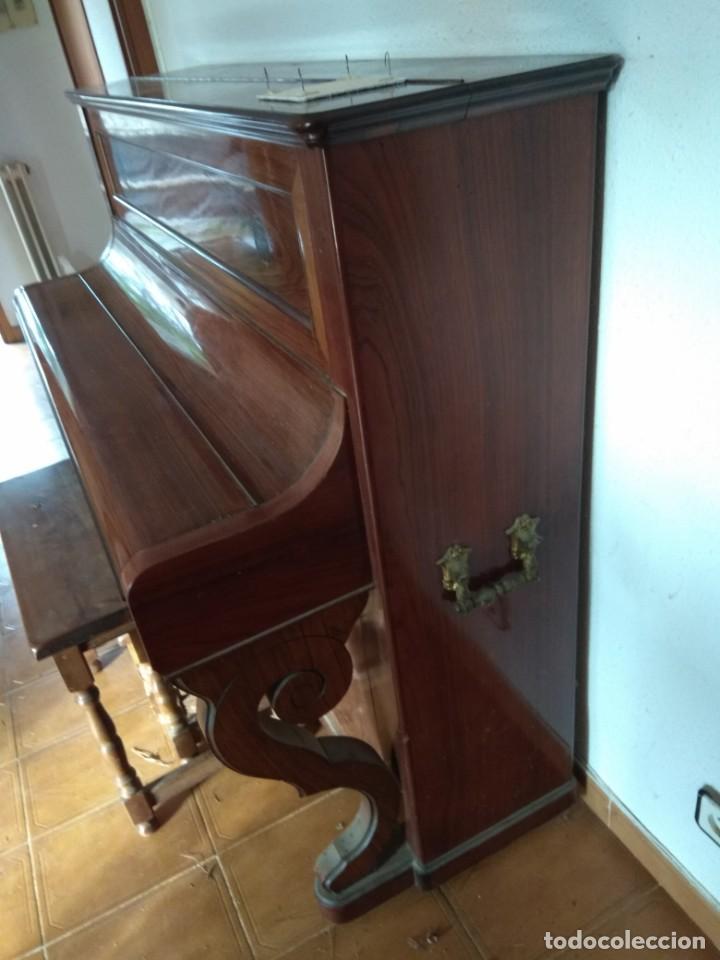 Instrumentos musicales: PIANO ANTIGUO DE ESTUDIO VERTICAL, COLOR NOGAL, MARCA ERARD. - Foto 32 - 194220297