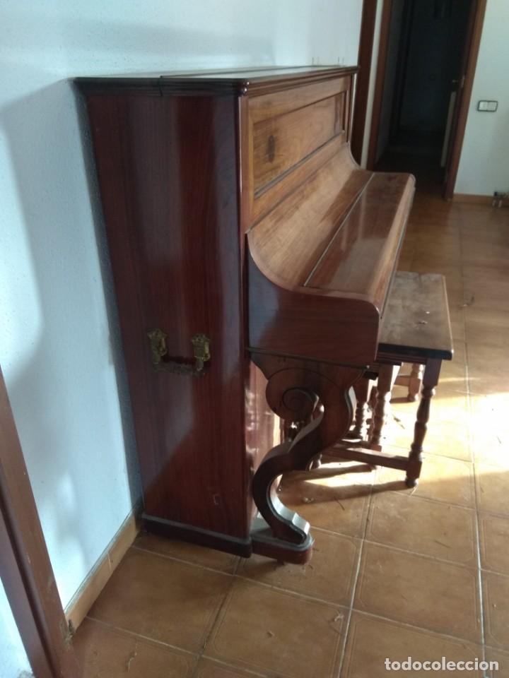 Instrumentos musicales: PIANO ANTIGUO DE ESTUDIO VERTICAL, COLOR NOGAL, MARCA ERARD. - Foto 33 - 194220297