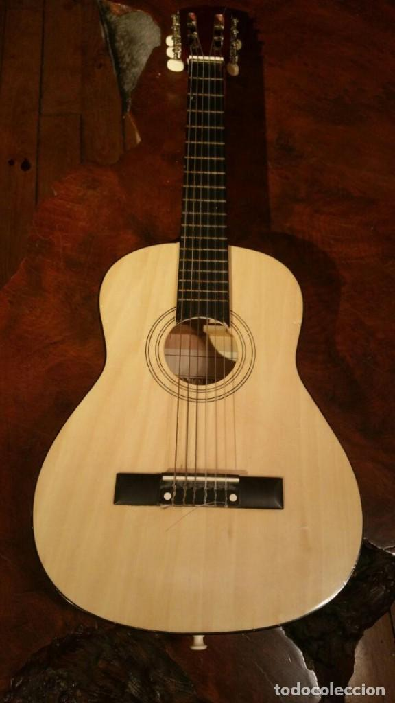 PEQUEÑA GUITARRA O REQUINTO PARA NIÑO, MARCA BOMTEMPI 78 CM (Música - Instrumentos Musicales - Guitarras Antiguas)