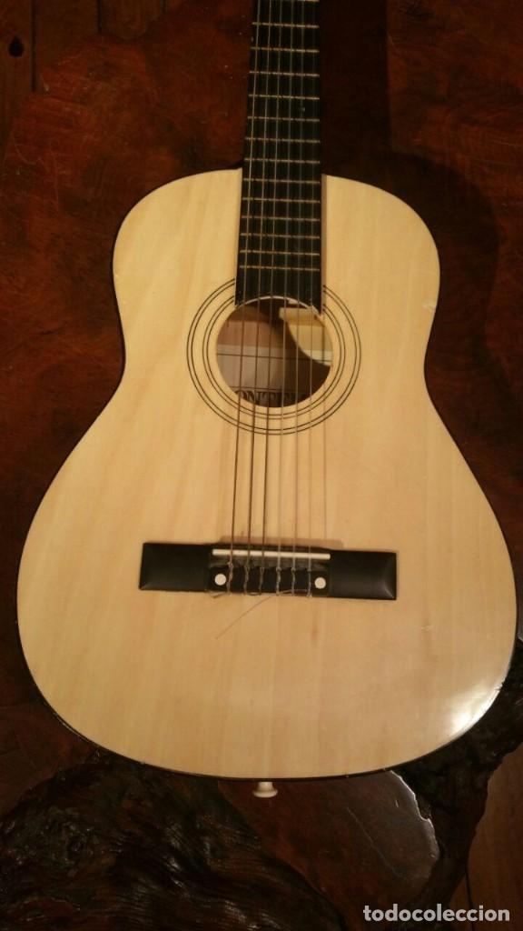 Instrumentos musicales: Pequeña guitarra o requinto para niño, marca Bomtempi 78 cm - Foto 2 - 194545846