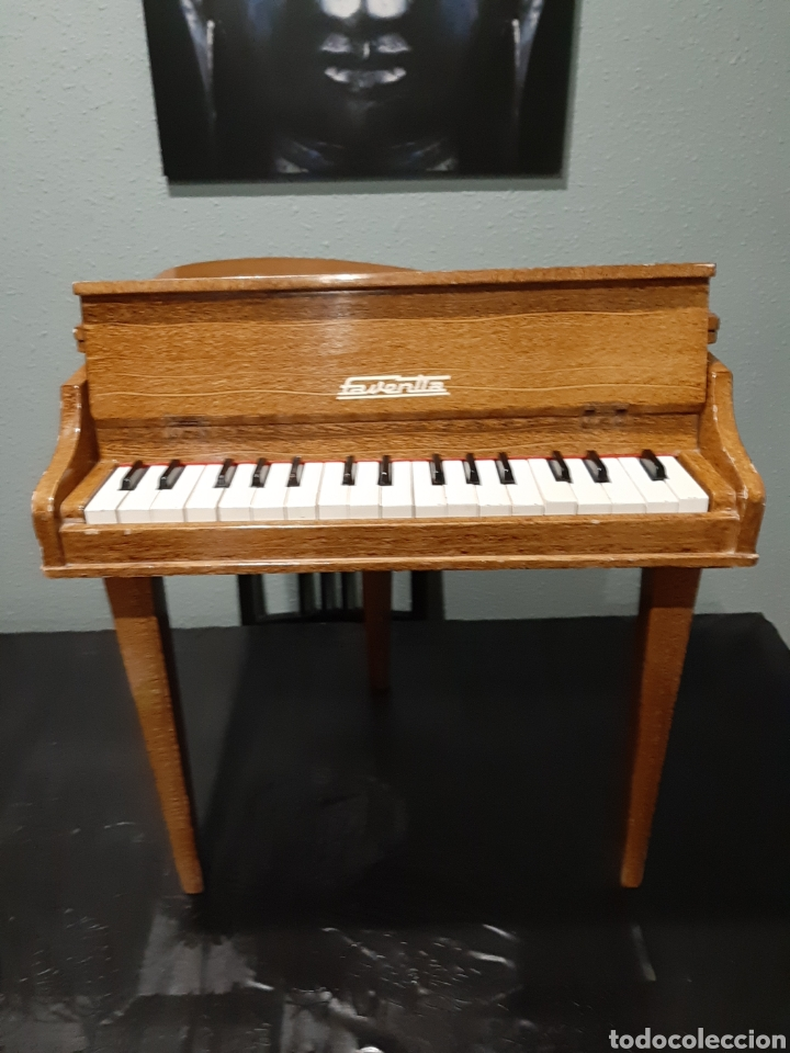 PIANO DE MADERA FAVENTIA. (Música - Instrumentos Musicales - Pianos Antiguos)