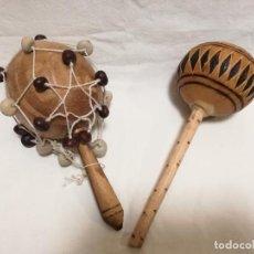 Instrumentos musicales: PAREJA DE MARACAS HECHAS CON SEMILLAS Y MADERA. Lote 194717371