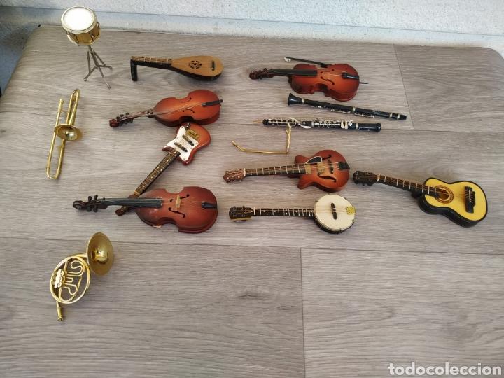 LOTE DE INSTRUMENTOS EN MINIATURA (Música - Instrumentos Musicales - Accesorios)