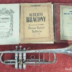 Instrumentos musicales: TROMPETA MAS LIBROS. AK HÜTTL. GRASLITZ. SCHUTZ MARKE. METAL PLATEADO. SIGLO XX. . Lote 195186730