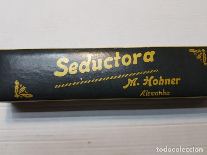 Instrumentos musicales: Antigua Armonica Seductora M.HOHNER voces de Bandoneon en caja original - Foto 2 - 195236931