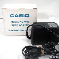 Instrumentos musicales: ADAPTADOR CASIO ORIGINAL PARA PIANO TECLADO - AD-4845 220V 4.5V -NUEVO EN CAJA -TRANSFORMADOR AD4845. Lote 197053030
