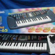 Instrumentos musicales: ORGANO CASIO SA-65 CON MANUALES, TRANSFORMADOR Y CAJA ORIGINAL - FUNCIONA. Lote 197301936