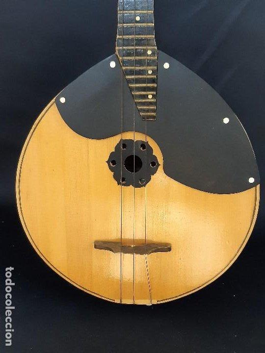 Instrumentos musicales: Domra de tres cuerdas. Mandolina. Rusia. Etiqueta interior. Siglo XX. - Foto 3 - 197361562