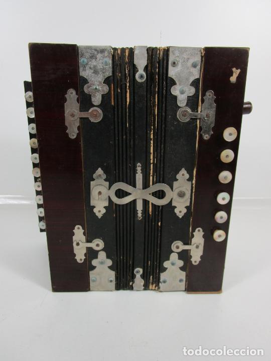 Instrumentos musicales: Antiguo Acordeón Diatónico - Taracea de Madera - Teclas en Nácar - Funcionando - Finales S. XIX - Foto 2 - 199949032