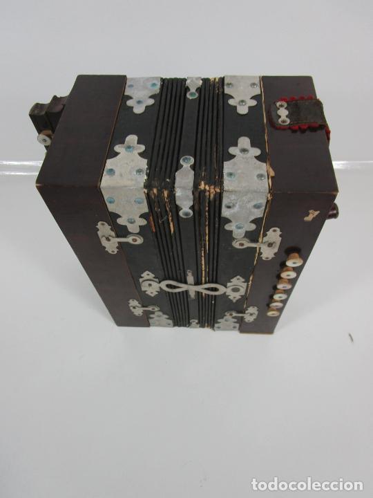 Instrumentos musicales: Antiguo Acordeón Diatónico - Taracea de Madera - Teclas en Nácar - Funcionando - Finales S. XIX - Foto 3 - 199949032
