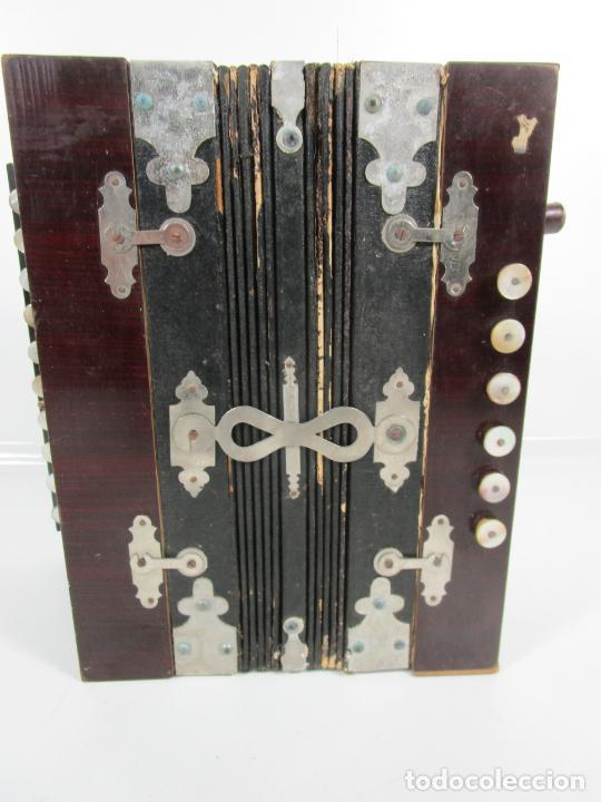 Instrumentos musicales: Antiguo Acordeón Diatónico - Taracea de Madera - Teclas en Nácar - Funcionando - Finales S. XIX - Foto 4 - 199949032