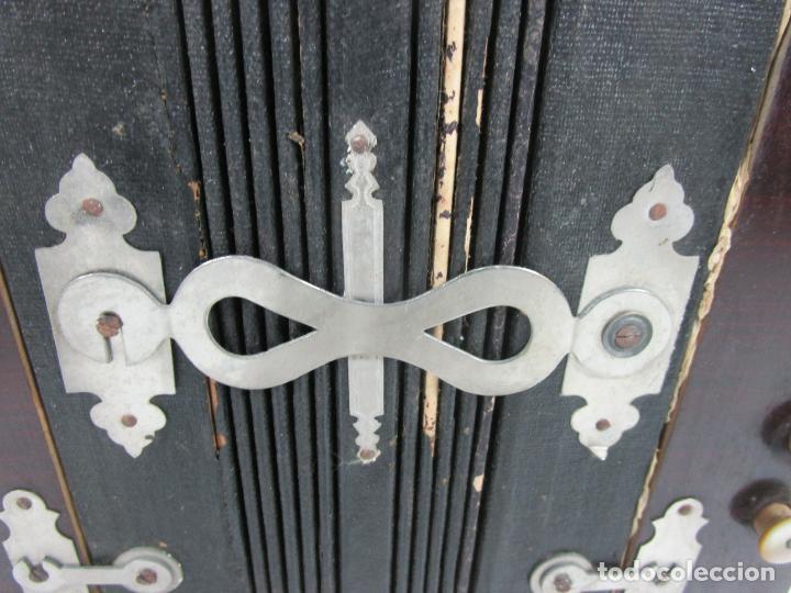 Instrumentos musicales: Antiguo Acordeón Diatónico - Taracea de Madera - Teclas en Nácar - Funcionando - Finales S. XIX - Foto 5 - 199949032