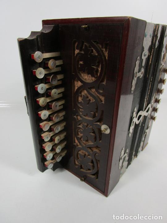 Instrumentos musicales: Antiguo Acordeón Diatónico - Taracea de Madera - Teclas en Nácar - Funcionando - Finales S. XIX - Foto 7 - 199949032