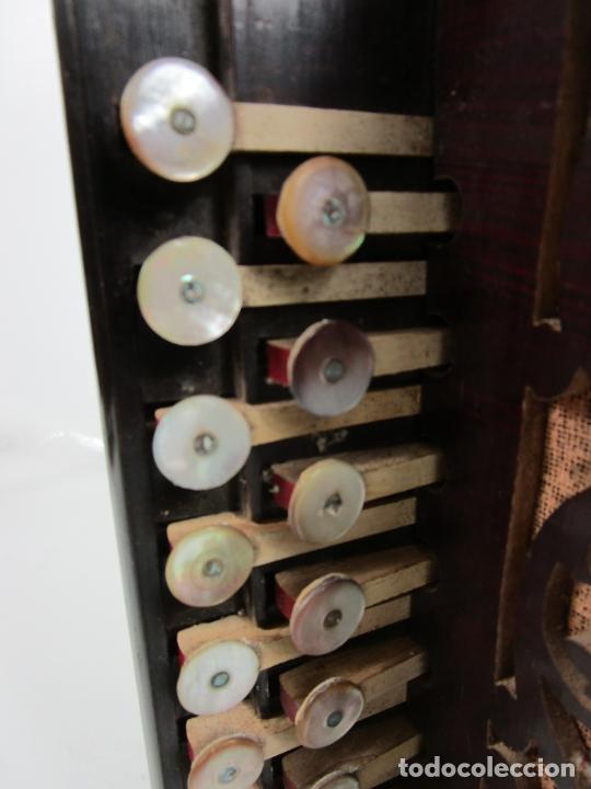 Instrumentos musicales: Antiguo Acordeón Diatónico - Taracea de Madera - Teclas en Nácar - Funcionando - Finales S. XIX - Foto 9 - 199949032