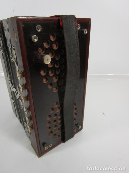 Instrumentos musicales: Antiguo Acordeón Diatónico - Taracea de Madera - Teclas en Nácar - Funcionando - Finales S. XIX - Foto 11 - 199949032