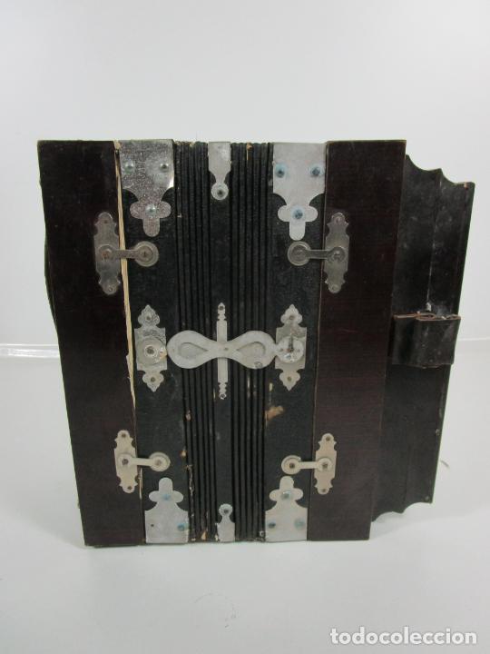 Instrumentos musicales: Antiguo Acordeón Diatónico - Taracea de Madera - Teclas en Nácar - Funcionando - Finales S. XIX - Foto 12 - 199949032