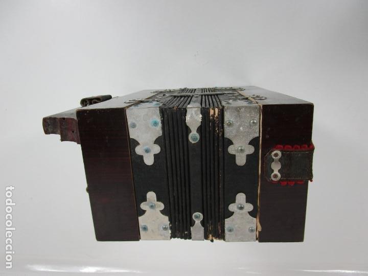 Instrumentos musicales: Antiguo Acordeón Diatónico - Taracea de Madera - Teclas en Nácar - Funcionando - Finales S. XIX - Foto 14 - 199949032