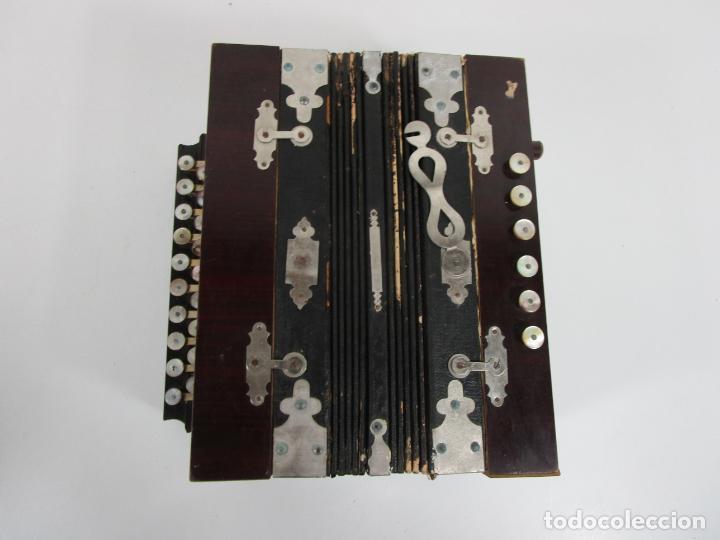 Instrumentos musicales: Antiguo Acordeón Diatónico - Taracea de Madera - Teclas en Nácar - Funcionando - Finales S. XIX - Foto 16 - 199949032