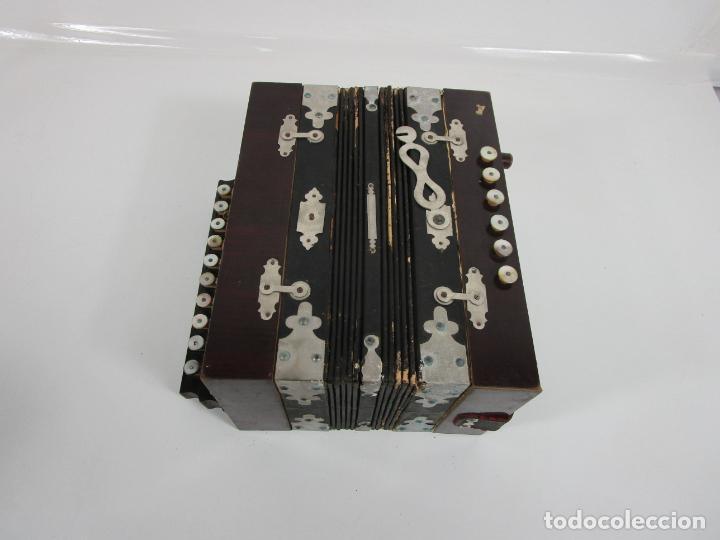 Instrumentos musicales: Antiguo Acordeón Diatónico - Taracea de Madera - Teclas en Nácar - Funcionando - Finales S. XIX - Foto 17 - 199949032