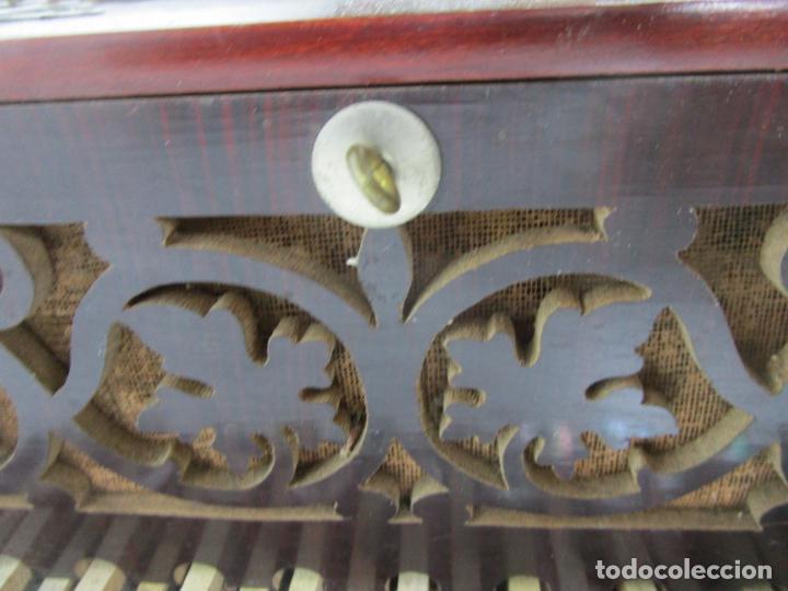 Instrumentos musicales: Antiguo Acordeón Diatónico - Taracea de Madera - Teclas en Nácar - Funcionando - Finales S. XIX - Foto 18 - 199949032
