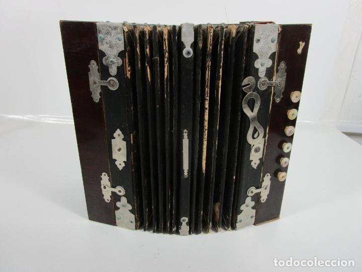 Instrumentos musicales: Antiguo Acordeón Diatónico - Taracea de Madera - Teclas en Nácar - Funcionando - Finales S. XIX - Foto 20 - 199949032