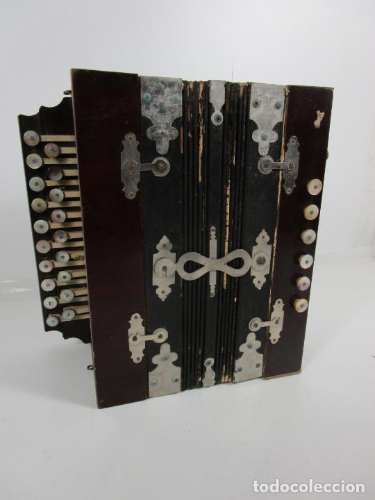 Instrumentos musicales: Antiguo Acordeón Diatónico - Taracea de Madera - Teclas en Nácar - Funcionando - Finales S. XIX - Foto 22 - 199949032