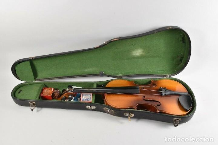 ANTIGUO VIOLIN INTERIOR FIRMA ANTONIUS STRADIUARIUS MALETIN 76 CM VIOLIN 59 CM X 36 LONGITUD 620,00 (Música - Instrumentos Musicales - Cuerda Antiguos)