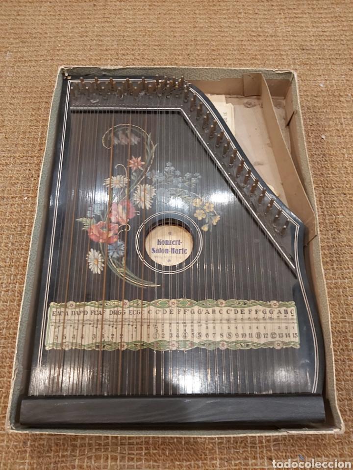 ANTIGUA CITARA EN SU CAJA ORIGINAL KONZERT - SALON - HARFE. WILLY ALBERT KG (Música - Instrumentos Musicales - Cuerda Antiguos)