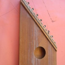Instrumentos musicales: CITARA ALEMANA ARTESANA - ZHITER - SIN TRASTES, DE CUERDA - MEDIDAS 43 X20X33 CM.. Lote 205004391