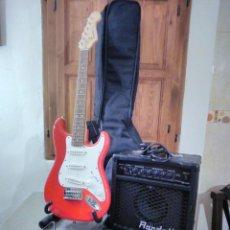 Instrumentos musicales: FENDER SQUIER MINI. AMPLIFICADOR RANDALL.CORREA. FUNDA. SOPORTE. CABLES. 2 CUERDAS DE REPUESTO.. Lote 205066787
