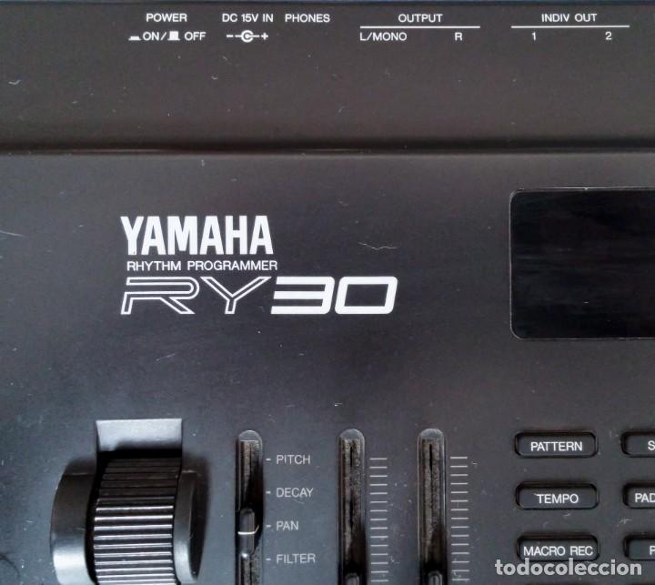 Instrumentos musicales: Yamaha RY30 Drum Machine. Caja de ritmos - Foto 2 - 205096728