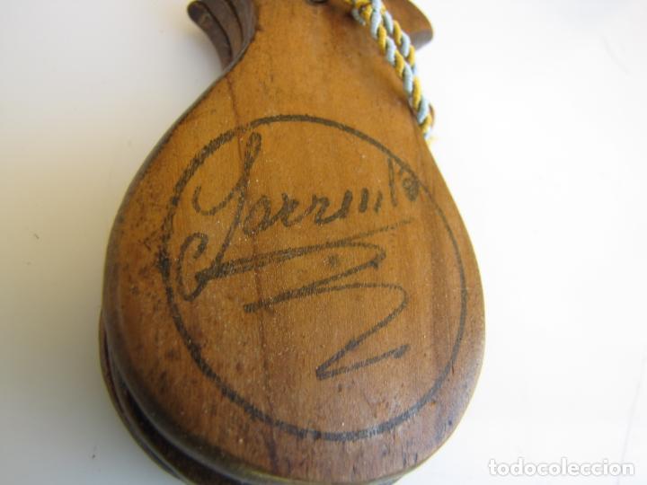 Instrumentos musicales: 2- Castañuela con mango firmada - Foto 5 - 205261102