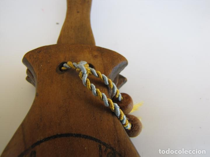 Instrumentos musicales: 2- Castañuela con mango firmada - Foto 6 - 205261102