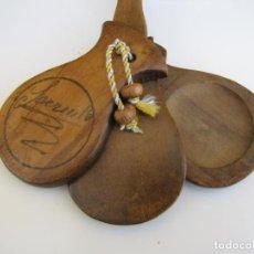 Instrumentos musicales: CASTAÑUELA CON MANGO FIRMADA. Lote 205261102
