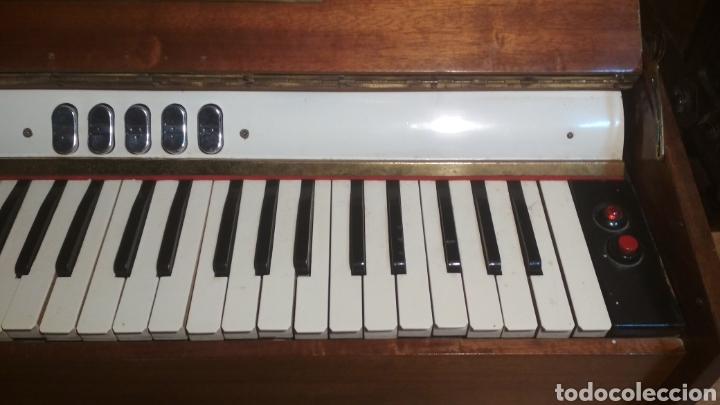 Instrumentos musicales: Organo años 60 Trovador. - Foto 2 - 205590721
