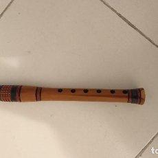 Instrumentos musicales: FLAUTA ARTESANAL DE MADERA REDONDEADA, LABRADA Y DECORADA.. Lote 206186322