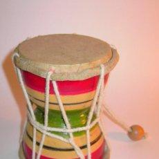Instrumentos musicales: TAMBORCITO ARTESANAL DE DOBLE CARA DE MADERA, PIEL Y CUERDA. MIDE 12 CM DE ALTO X 9,5 DE DIÁMETRO.. Lote 207130137