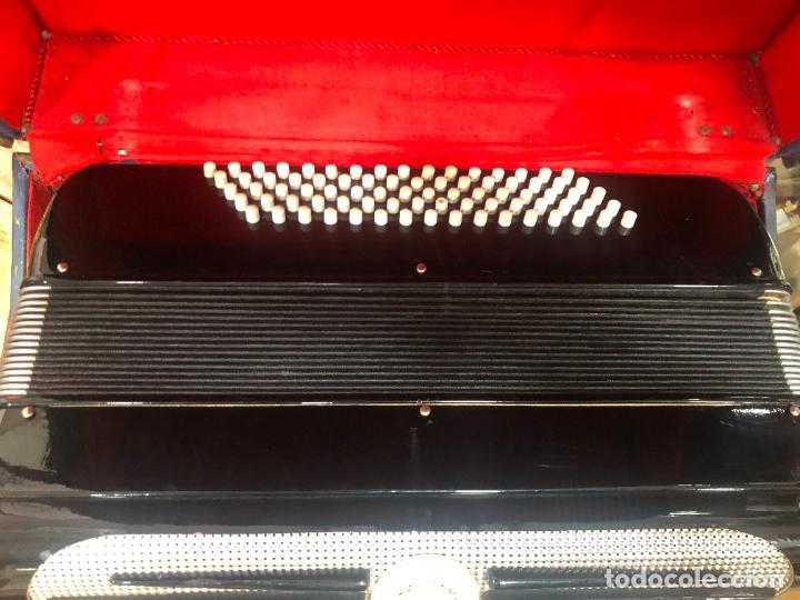 Instrumentos musicales: MUY ANTIGUO ACORDEON CON MALETIN ORIGINAL - Foto 2 - 208485895