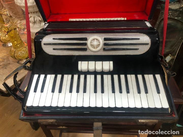 Instrumentos musicales: MUY ANTIGUO ACORDEON CON MALETIN ORIGINAL - Foto 3 - 208485895