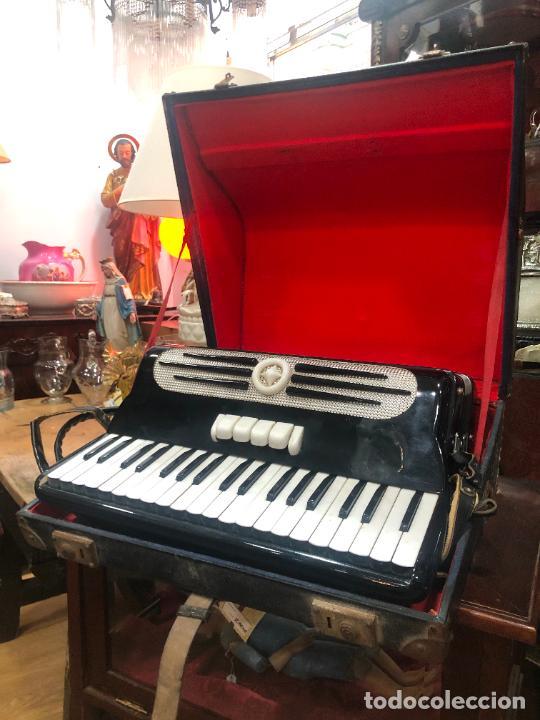 Instrumentos musicales: MUY ANTIGUO ACORDEON CON MALETIN ORIGINAL - Foto 4 - 208485895