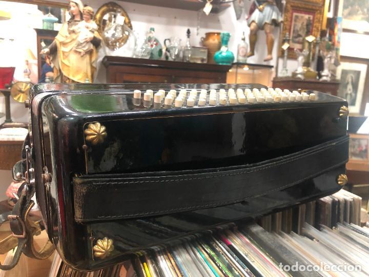 Instrumentos musicales: MUY ANTIGUO ACORDEON CON MALETIN ORIGINAL - Foto 6 - 208485895