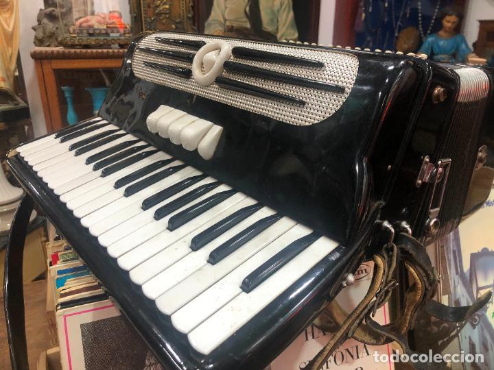 Instrumentos musicales: MUY ANTIGUO ACORDEON CON MALETIN ORIGINAL - Foto 7 - 208485895