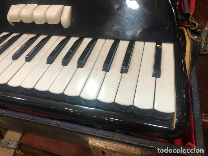 Instrumentos musicales: MUY ANTIGUO ACORDEON CON MALETIN ORIGINAL - Foto 9 - 208485895