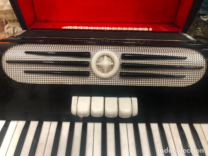 Instrumentos musicales: MUY ANTIGUO ACORDEON CON MALETIN ORIGINAL - Foto 10 - 208485895
