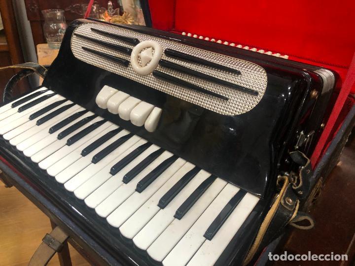 Instrumentos musicales: MUY ANTIGUO ACORDEON CON MALETIN ORIGINAL - Foto 11 - 208485895