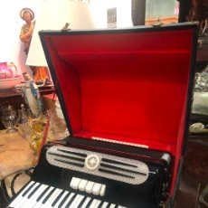 Instrumentos musicales: MUY ANTIGUO ACORDEON CON MALETIN ORIGINAL. Lote 208485895