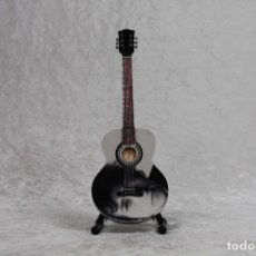 Instrumentos musicales: MINI GUITARRA DE BOB DYLAN. Lote 245117895