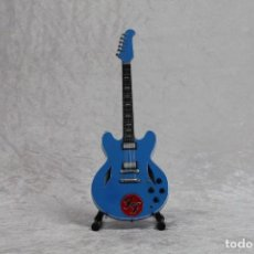 Instrumentos musicales: MINI GUITARRA FOO FIGHTERS. Lote 245117950