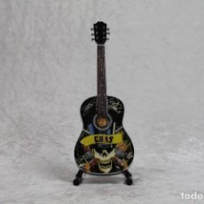 Instrumentos musicales: MINI GUITARRA GUNS AND ROSES. Lote 245118360